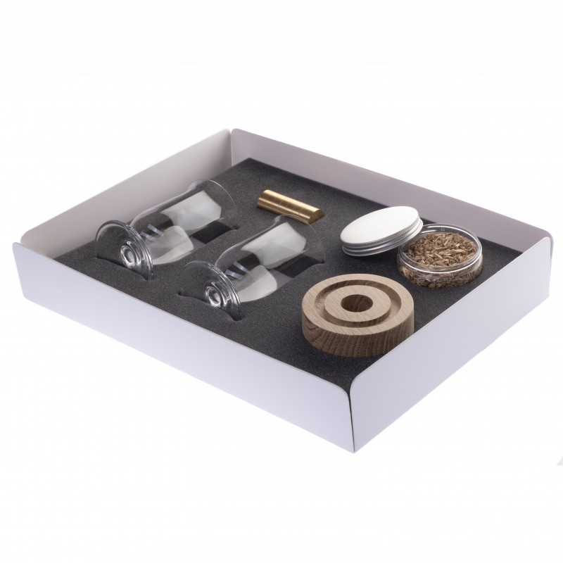 GIFT BOX WITH WHISKEY GLASS, SMOKER AND CHIPS